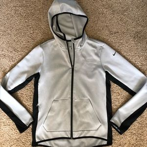 💯 Women's Gray & Black Nike Therma-fit Jacket